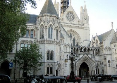 Royal_courts_of_justice1 How to become a Lawyer